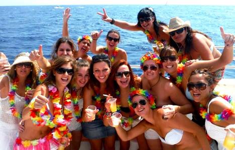 Catamaran for hen parties Tossa and Lloret de mar -Spain - activitats_catamaran/catamaran-tossa-2.jpg