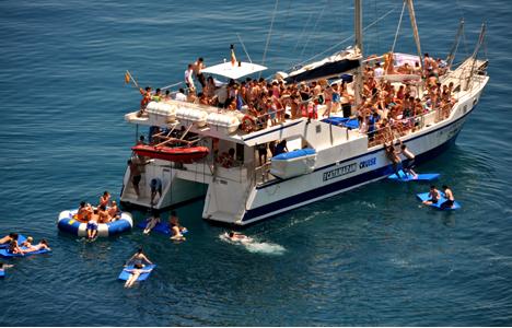 Catamaran for hen parties Tossa and Lloret de mar -Spain - activitats_catamaran/catamaran-tossa-8.jpg