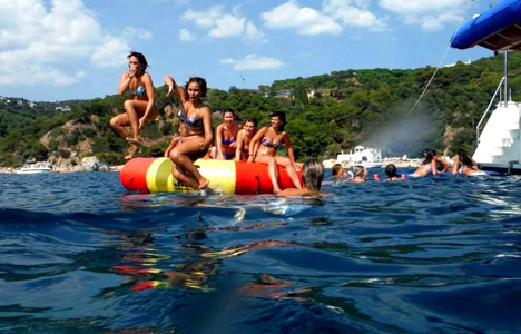 Pack Catamaran + DJ  à Tossa de Mar – Gérone - activitats_imatgestallades/catamaran-tossa--3.jpg