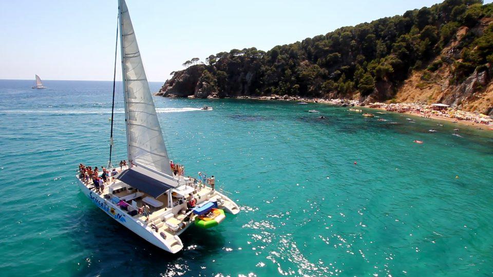 Pack fiesta en Catamarán con DJ en Tossa de Mar - Girona