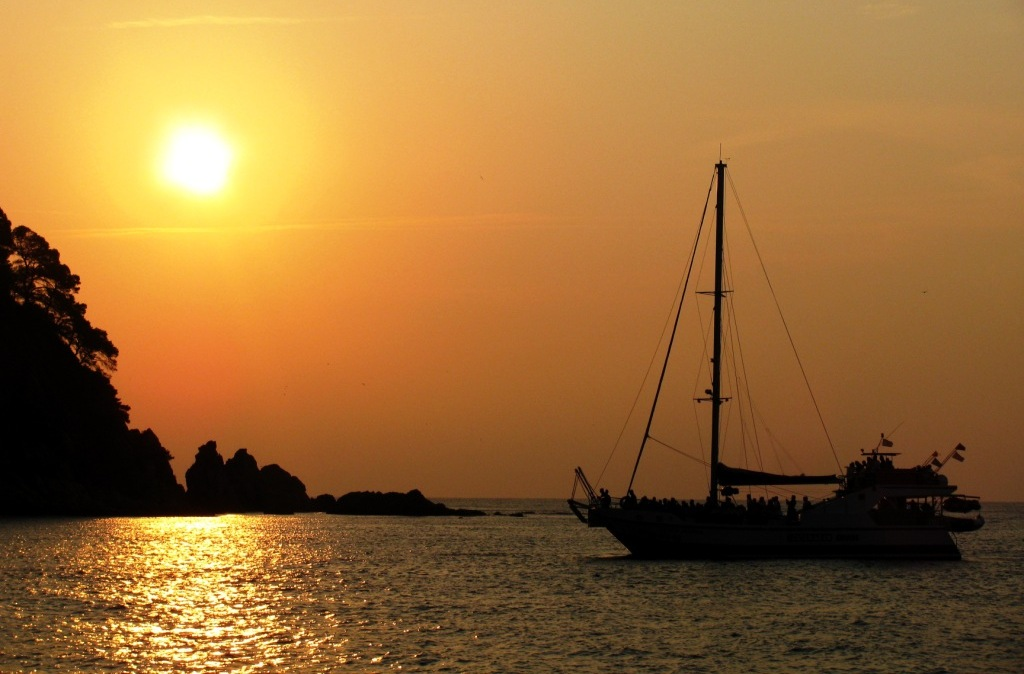 Catamaran sunset excursion from Lloret de mar - Girona