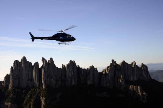 Barcelona des de l'aire - cathelicopters-montserrat.jpg