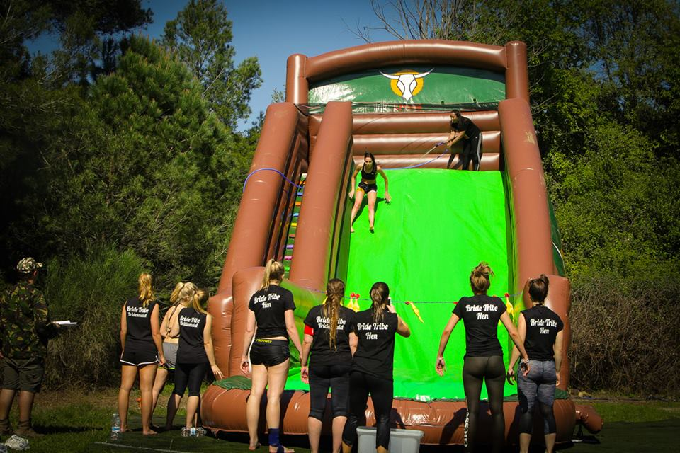 It's a knockout/I'm a celeb trials + BBQ + Paintball BARCELONA - humor-amarillo-bcn.jpg