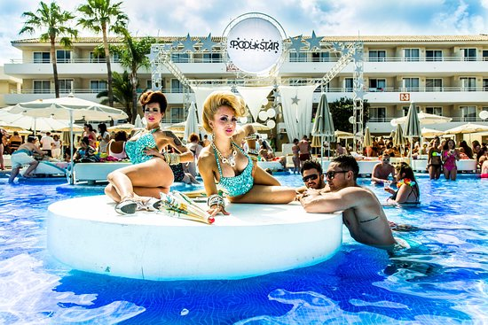 Hotel all inclusive, pool party + water park in Mallorca
