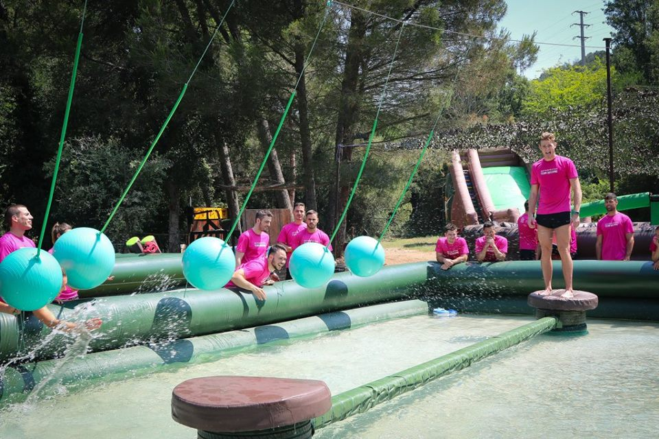 Jeux total wipeout + barbecue + paintball à Barcelone